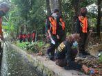 ratusan-anggota-pramuka-melakukan-bersih-bersih-di-taman-satria-dan-taman-kota.jpg