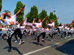 ratusan-penari-tengah-tampil-dalam-acara-hardiknas-di-kudus_20180502_140035.jpg