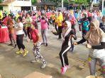 ratusan-peserta-mengikuti-senam-sehat-bersama-di-halaman-dprd-salatiga-minggu-1622020.jpg