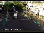 rekaman-cctv-truk-ugal-ugalan-tabrak-motor-di-klaten-rabu-23122020.jpg