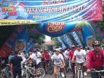 rektor-umk-lepas-delapan-ribu-peserta-fun-bike_20160228_080536.jpg