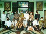rektor-unissula-berdiri-kelima-dari-kiri-berfoto-bersama-di-kantor-pwnu.jpg