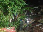 relawan-melakukan-proses-evakuasi-korban-tertimbun-material-longsor-di-desa-tengklik.jpg
