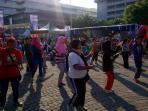 ribuan-peserta-jalan-sehat-festival-semarangan-ikuti-senam-pagi_20161016_082231.jpg