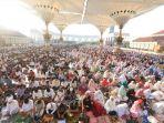 ribuan-umat-muslim-melaksanakan-salat-idul-adha-2018-di-majt_20180823_015330.jpg