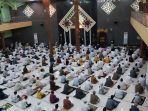 ribuan-warga-mengikuti-pelaksanaan-sholat-idul-adha-1441-hijriah-di-masjid-agung-kota.jpg