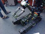 robot-penjinak-bom-milik-sat-brimob-polda-jateng_20180318_163436.jpg