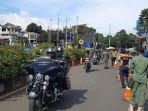 rombongan-motor-gede-moge-melintasi-simpang-gadog-jumat-1222021.jpg