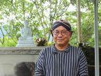 romo-agung-eko-66-saat-berdoa-di-vihara-2500-budhha-jayanti.jpg
