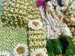 ronce-bunga-melati-yang-biasanya-digunakan-dalam-riasan.jpg