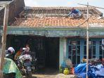 rumah-warga-desa-sriwulan-terdampak-angin-puting-beliung-senin-9122019.jpg