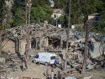 rumah-yang-hancur-di-ganja-azerbaijan-pada-senin-12102020-perang-azerbaijan-armenia.jpg