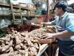 rusmanto-pedagang-di-pasar-jungke-kecamatankabupaten-karanganyar.jpg