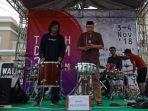 saat-acara-tabuh-drum-dibuka-oleh-ketua-dewan-kesenian-kota-tegal-yono-daryono_20181103_191333.jpg