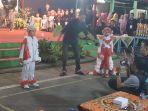 sabtu-188-malam-lapangan-rw-17-kelurahan-srondol-wetan-banyumanik-tampak-riuh_20180820_191812.jpg