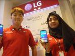sales-memamerkan-smartphone-terbaru-lg-g6-dan-lg-q6-di-erafone-mal_20170927_114920.jpg