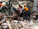 sar-evakuasi-korban-longsor-di-gunungkidul_20170305_113223.jpg