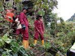 satpol-pp-babinsa-muspika-bpbd-dan-pihak-kepolisan-menebang-pohon.jpg