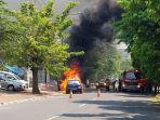 sebuah-mobil-peugeot-terbakar-di-jalan-veteran_20180504_131103.jpg