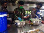 sejumlah-anggota-brimob-polda-jateng-dan-yonif-raider-400banteng-raiders-memasak.jpg