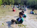 sejumlah-karyawan-pt-bintraco-melakukan-penanaman-mangrove-di-perbatasan-kota.jpg