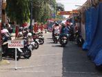 sejumlah-kendaraan-terparkir-di-jalan-sunan-kudus-saat-digelar-ajang-tradisi-tahunan-dandangan_20180510_191516.jpg