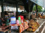 sejumlah-pedagang-menjajakan-durian-di-alun-alun-kabupaten-pemalang-beberapa-waktu-lalu.jpg