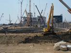 sejumlah-pekerja-berjalan-di-proyek-pembangunan-pltu-tanjung-jati-b_20180809_151040.jpg
