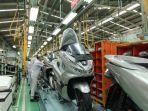 sejumlah-pekerja-tengah-merakit-honda-pcx-di-pabrik-pt-astra-jonda-motor-ahm-di-jakarta.jpg