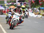sejumlah-pembalap-beradu-cepat-dalam-kejuaraan-gadhuro-road-race-piala-dandim-0710-2018-putaran-2_20180916_190916.jpg