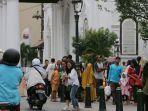 sejumlah-pengunjung-memadati-kawasan-kota-lama-semarang-sabtu-862019.jpg