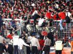 sejumlah-suporter-timnas-indonesia-dievakuasi-petugas-saat-final-sepak-bola-sea-games-di-gbk_20170902_235712.jpg