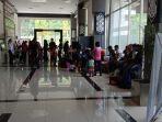 sejumlah-tki-dan-wni-yang-dideportasi-dari-malaysia-sedang-berada-di-pos.jpg