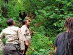 sejumlah-warga-dan-anggota-polisi-menghalau-kawanan-monyet-di-desa-ngagrong.jpg