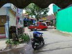 sejumlah-warga-melintas-di-kawasan-pasar-kambing-babadan_20161031_114410.jpg