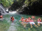 sejumlah-wisatawan-berkunjung-di-lokasi-wisata-black-canyon.jpg