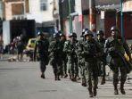 sekelompok-tentara-brasil-berpatroli-di-permukiman-kumuh.jpg