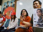 sekjen-serikat-buruh-migran-indonesia-bobby-anwar-maarif-bersama-mon.jpg