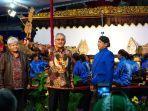 sekretaris-daerah-provinsi-jateng-sri-puryono-baju-batik-garuda.jpg
