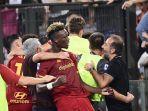selebrasi-heboh-jose-mourinho-merayakan-gol-kemenangan-as-roma.jpg