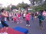 senam-body-combat-di-car-free-day-di-jalan-pemuda-semarang-membuat-keringat-para-peserta-bercucuran_20170402_081532.jpg