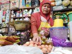 seorang-pedagang-sembako-di-pasar-langon-kota-tegal-g.jpg
