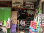 seorang-pembeli-mendatangi-toko-maganol-yang-ada-di-jalan-mt-haryono-nomor-530.jpg