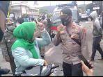 seorang-perempuan-melawan-petugas-kepolisian-dan-satpol-pp.jpg