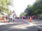 seorang-peserta-saat-mengikuti-safety-riding-competition.jpg