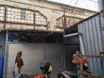 seorang-warga-melintas-di-depan-eks-pabrik-hygeia-yang-tercatat-sejarah.jpg