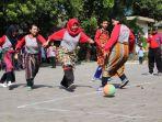 sepakbola-daster-dan-sarungan-di-rsud-krmt-wongsonegoro_20180816_155500.jpg