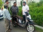 sepeda-motor-korban-perampokan-ditemukan-tergeletak-di-pinggir-jalan-ar-hakim_20180413_171635.jpg