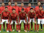 sesi-foto-timnas-u-16-indonesia-sebelum-menghadapi-filipina-u-16-dalam-laga-grup-a-piala-aff-u-16_20180729_205057.jpg