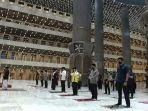 sholat-berjamaah-di-masjid-istiqlal-setelah-selesai-direnovasi.jpg